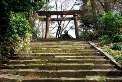 卯辰山三社の石段と鳥居