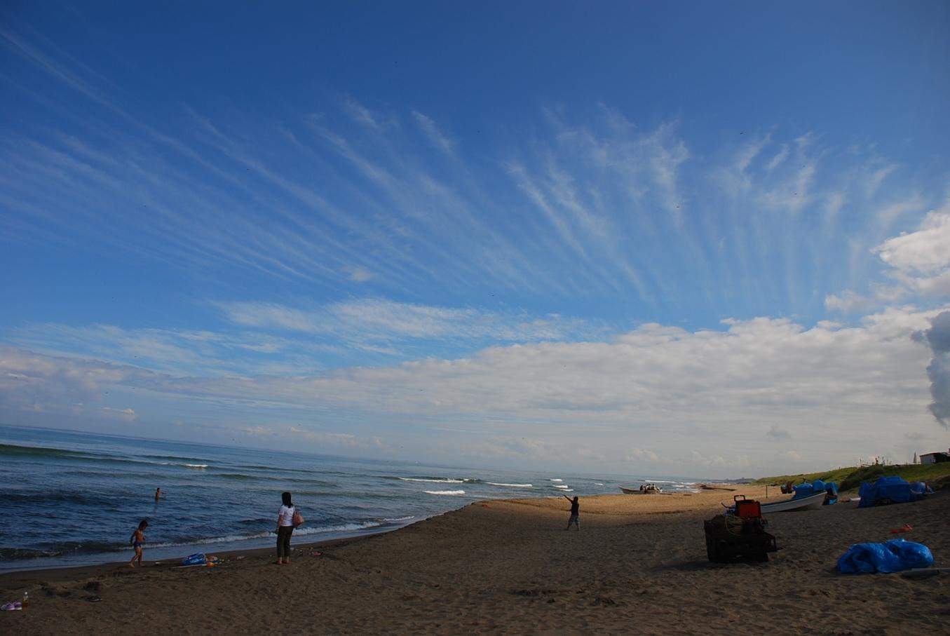 筋雲と海岸
