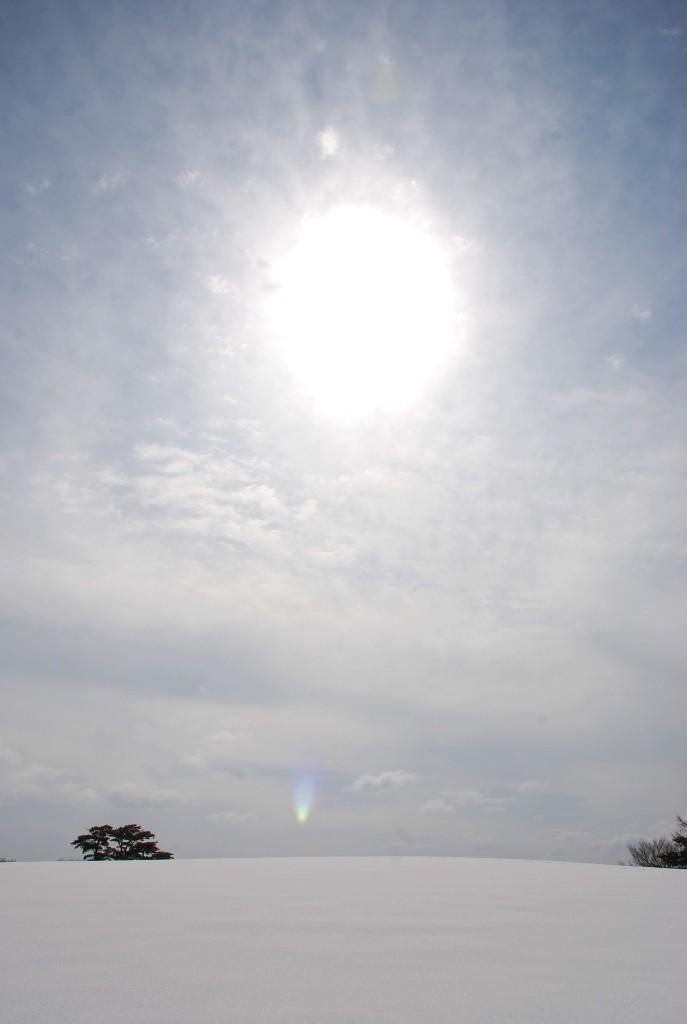 太陽と雪平原