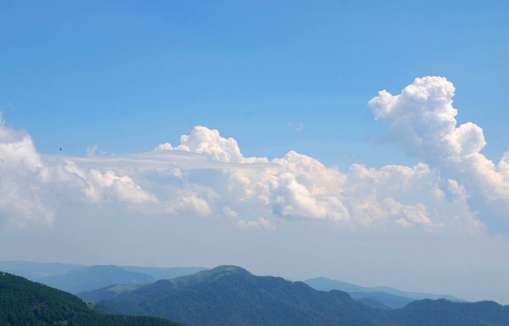 入道雲と平坦な雲