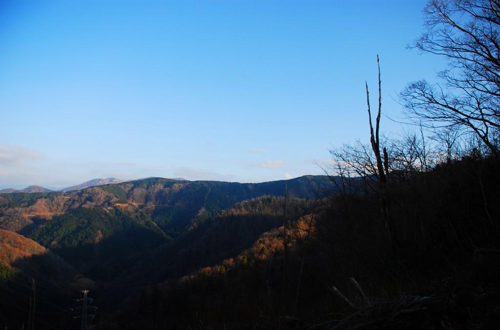 谷間の風景遠景
